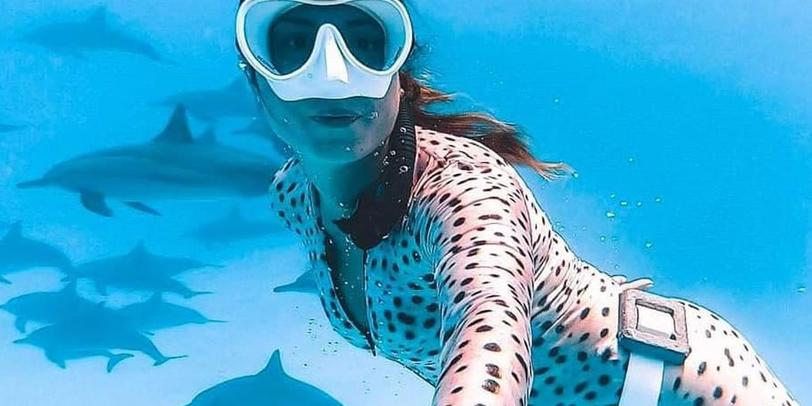 девушка под водой плавает кейс интернет магазин